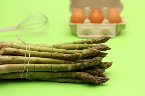 bundle of asparagus with eggs
