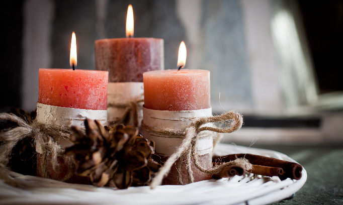 burning candles, aromatherapy to reduce stress and anxiety